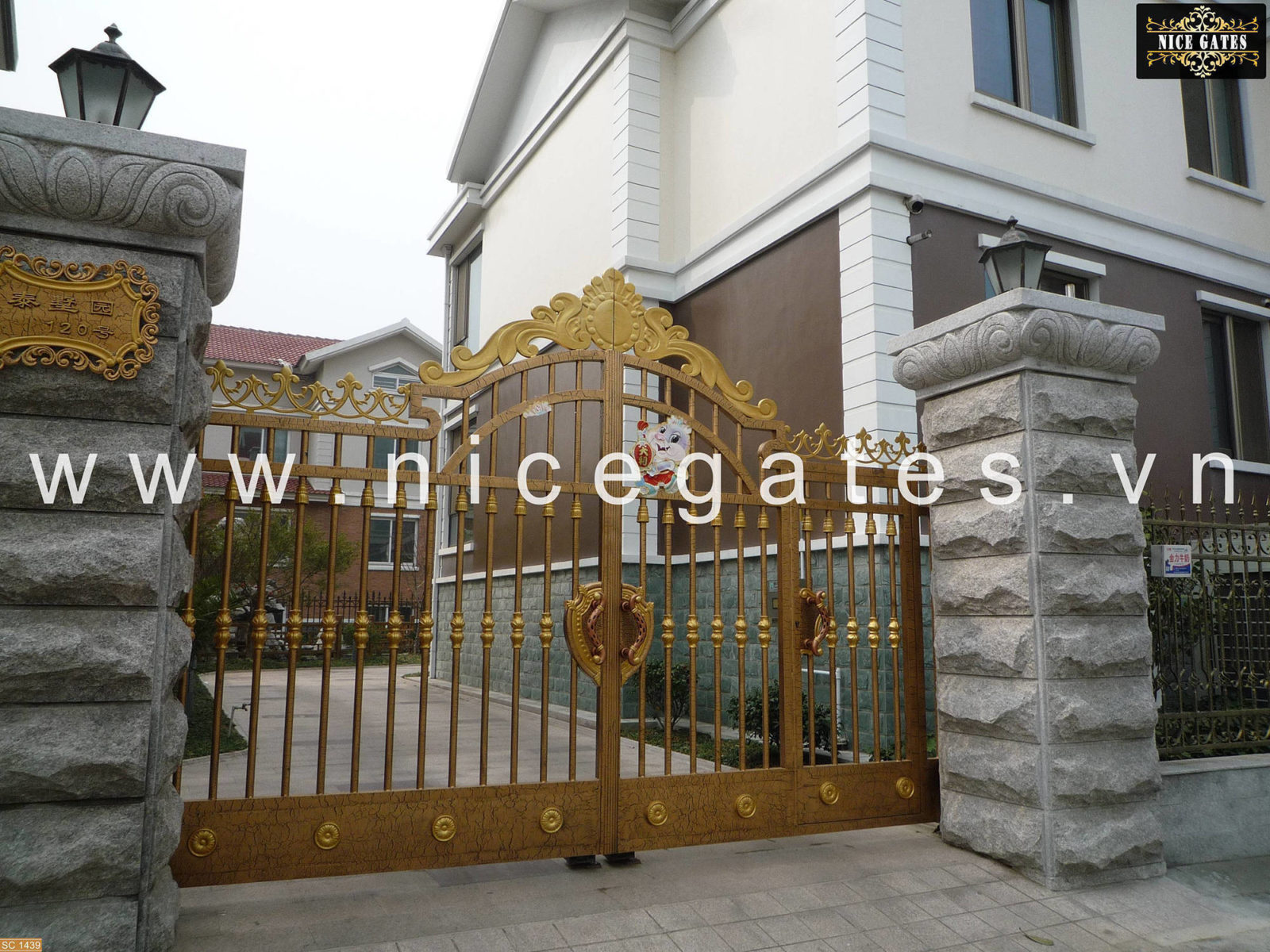 cua-cong-sat-cao-cap (542)