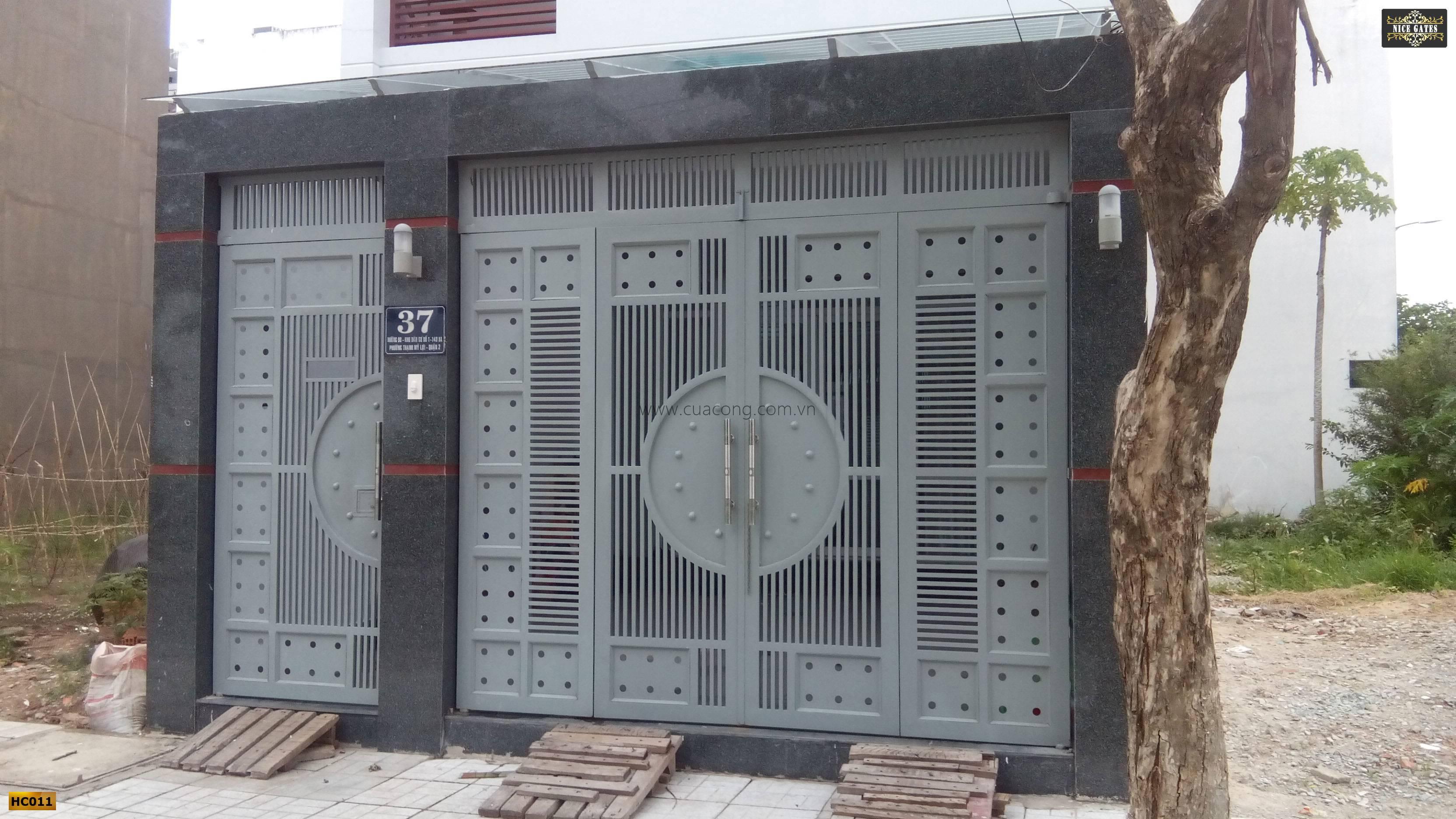 Cửa cổng sắt hộp HC011