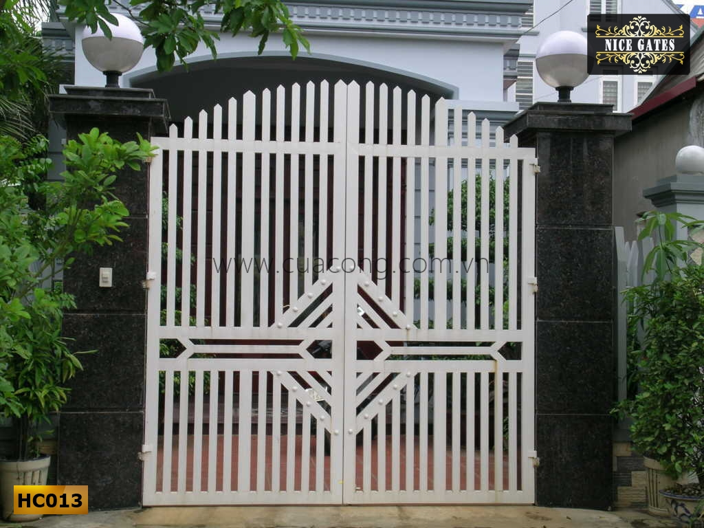 cửa cổng sắt hộp HC013