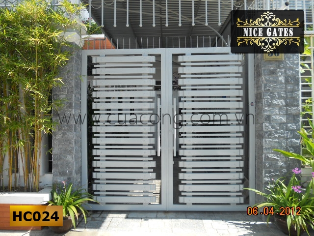 Cửa cổng sắt hộp HC024