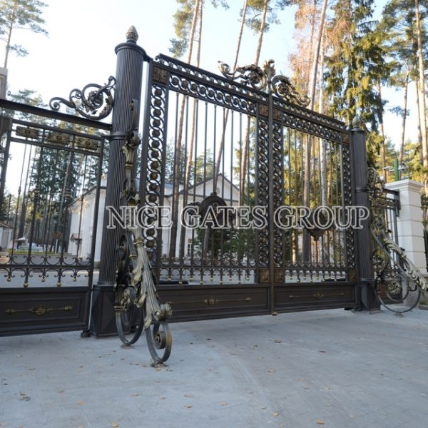 Mẫu cổng cnc đẹp sang trọng cho biệt thự – G1810