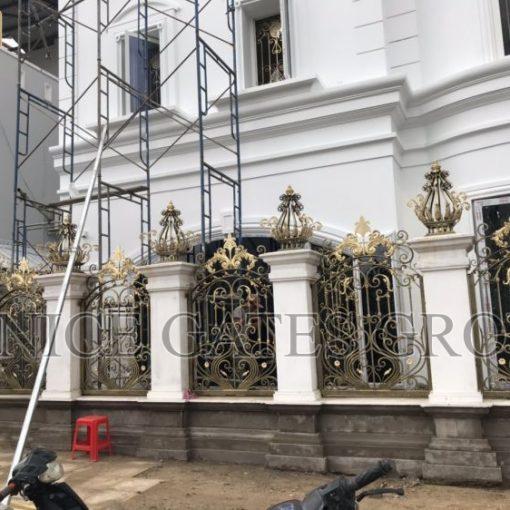 Mẫu hàng rào sắt mỹ nghệ là sự lựa chọn tuyệt vời cho ngôi nhà