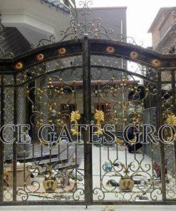 Phong cách nổi bật cửa cổng mang đến vẻ đẹp cho biệt thự A