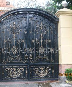 Chuyên thi công cổng sắt uốn biệt thự đẹp